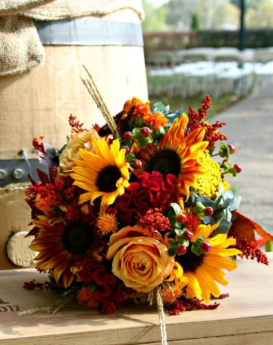 Picking the Perfect Autumn Wedding Bouquet - Gold | CHWV