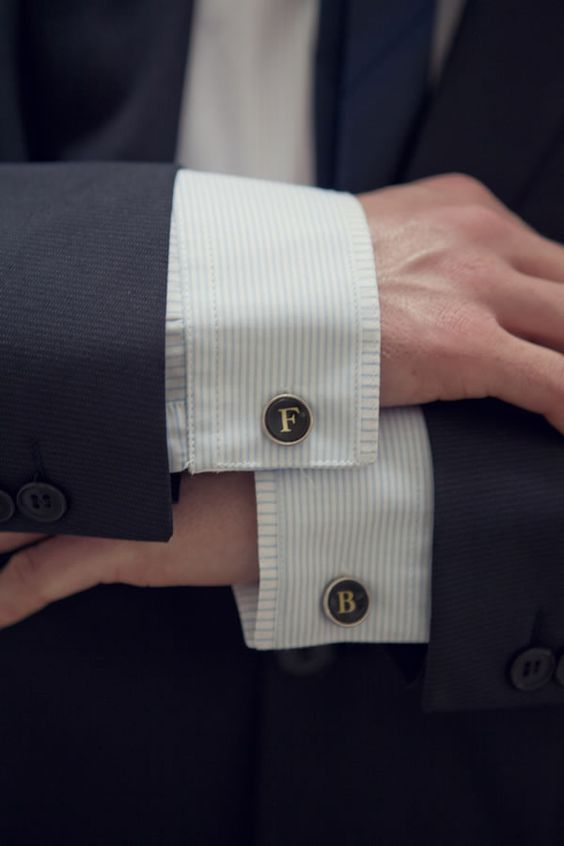 12 Awesome Gifts for the Groomsmen - Cufflinks | CHWV