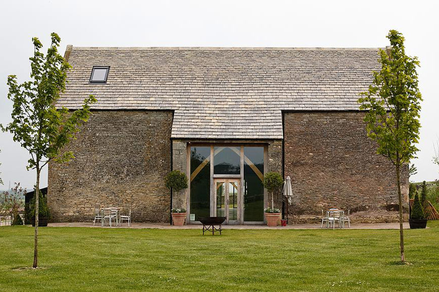 7 Barn Wedding Venues In The Cotswolds That You're Bound To Fall In Love With - Stone Barn   CHWV