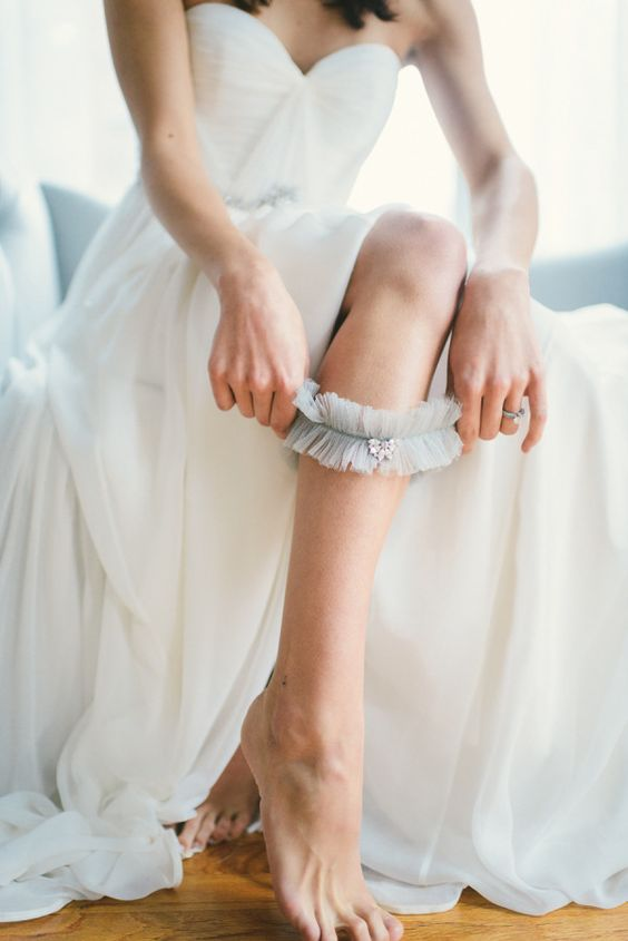 11 Beautiful Ideas for Something Blue - Garter | CHWV