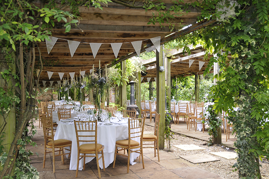 8 Beautiful Outdoor Wedding Venues In The South West   Maunsel House | CHWV