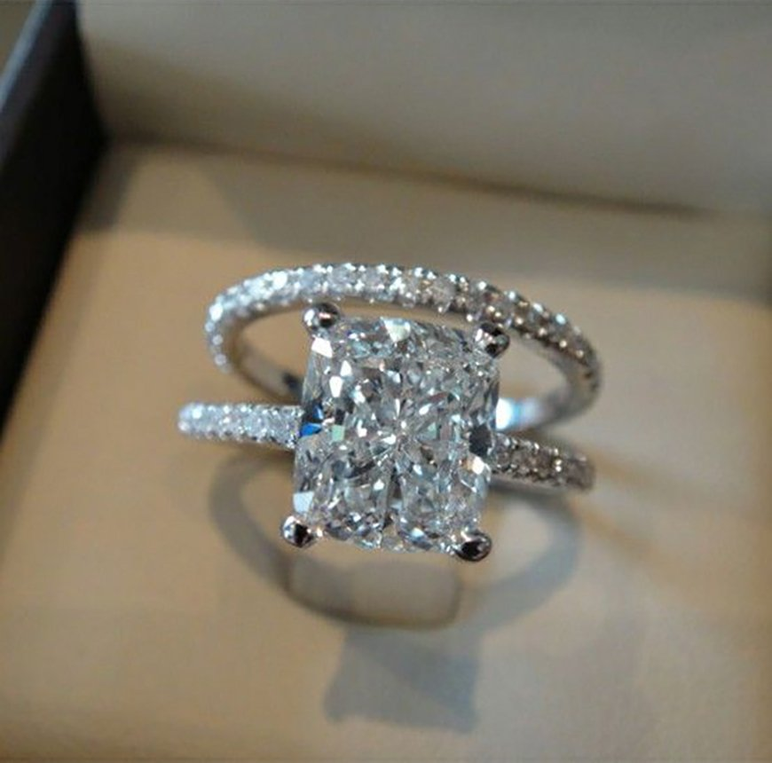 Our pick of the Best Engagement Rings - The oversized | CHWV