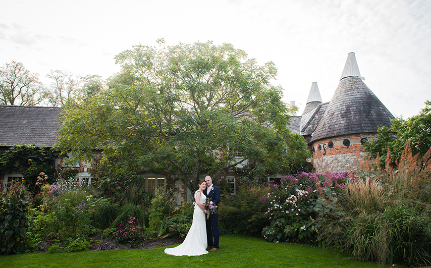 6 Glorious Garden Wedding Venues - Bury Court Barn | CHWV