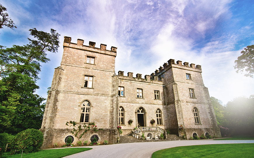 9 Glamorous And Grand Wedding Venues That You Have To See - Clearwell Castle | CHWV