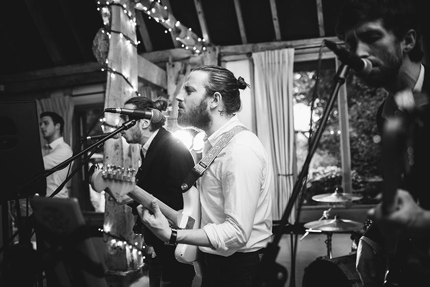 9 ways to keep your wedding guests on the dancefloor - Good band or DJ | CHWV