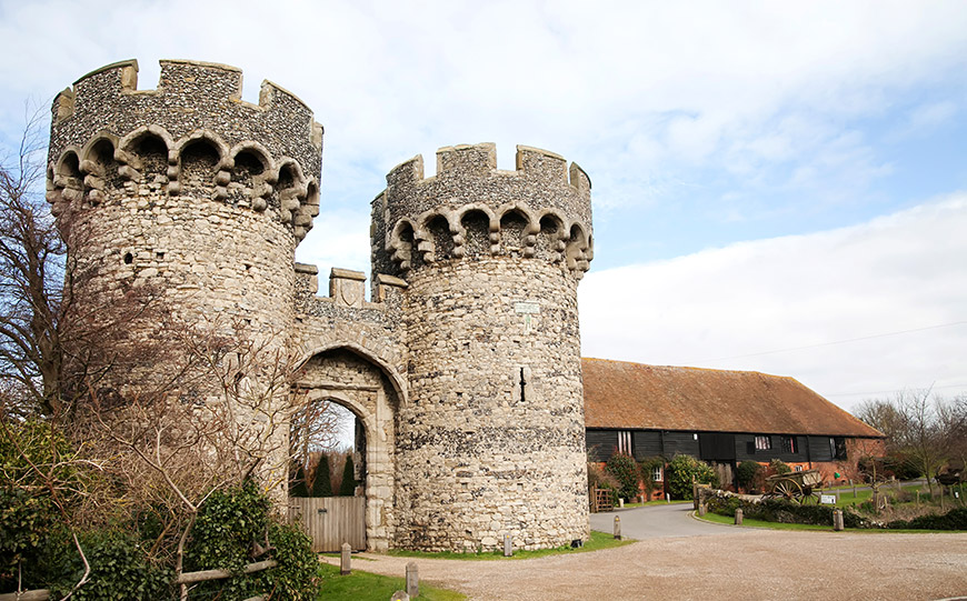 27 Intimate Wedding Venues That You Have To See - Cooling Castle Barn | CHWV