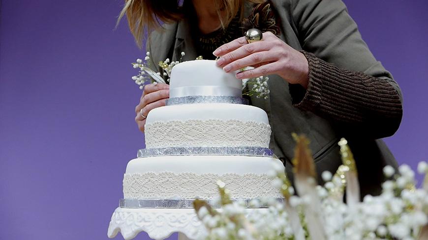 Creating A DIY Wedding Cake With… A Beautiful Boho Style | CHWV