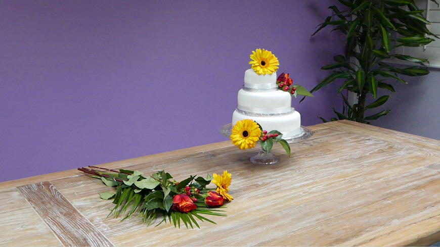 Creating A DIY Wedding Cake With a Quirky and Country Style | CHWV