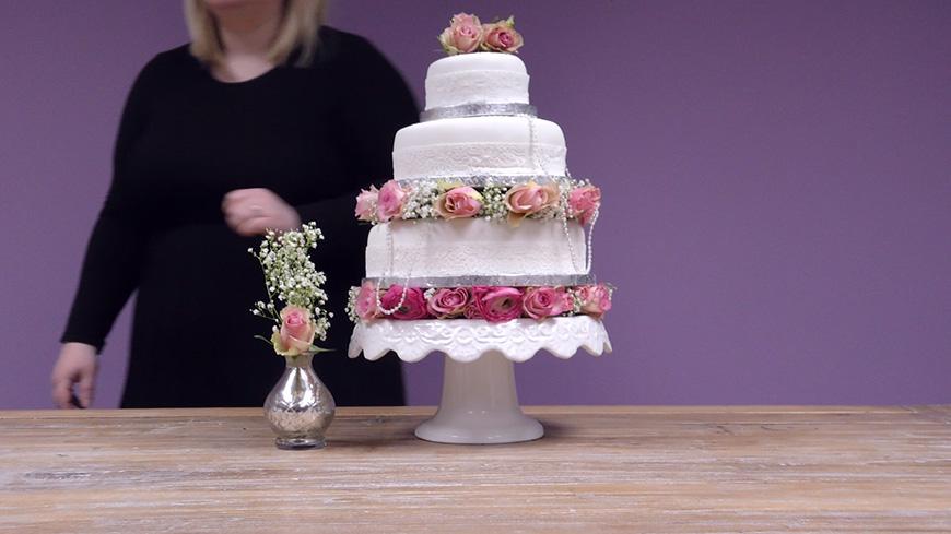 Creating A DIY Wedding Cake with… A Quintessentially English Style   CHWV