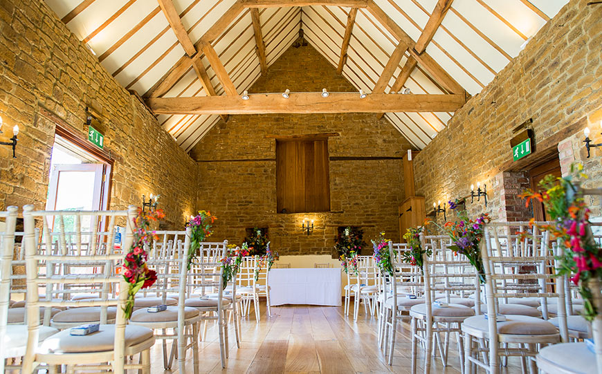 27 Intimate Wedding Venues That You Have To See - Crockwell Farm | CHWV