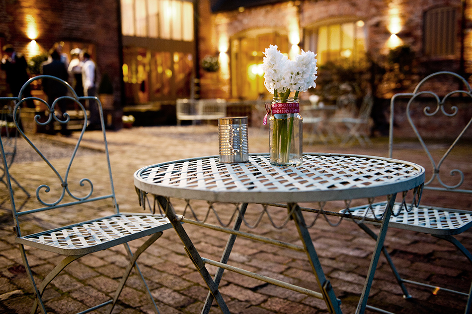 Light up your venue at night - Totally ingenious ideas for an outdoor wedding