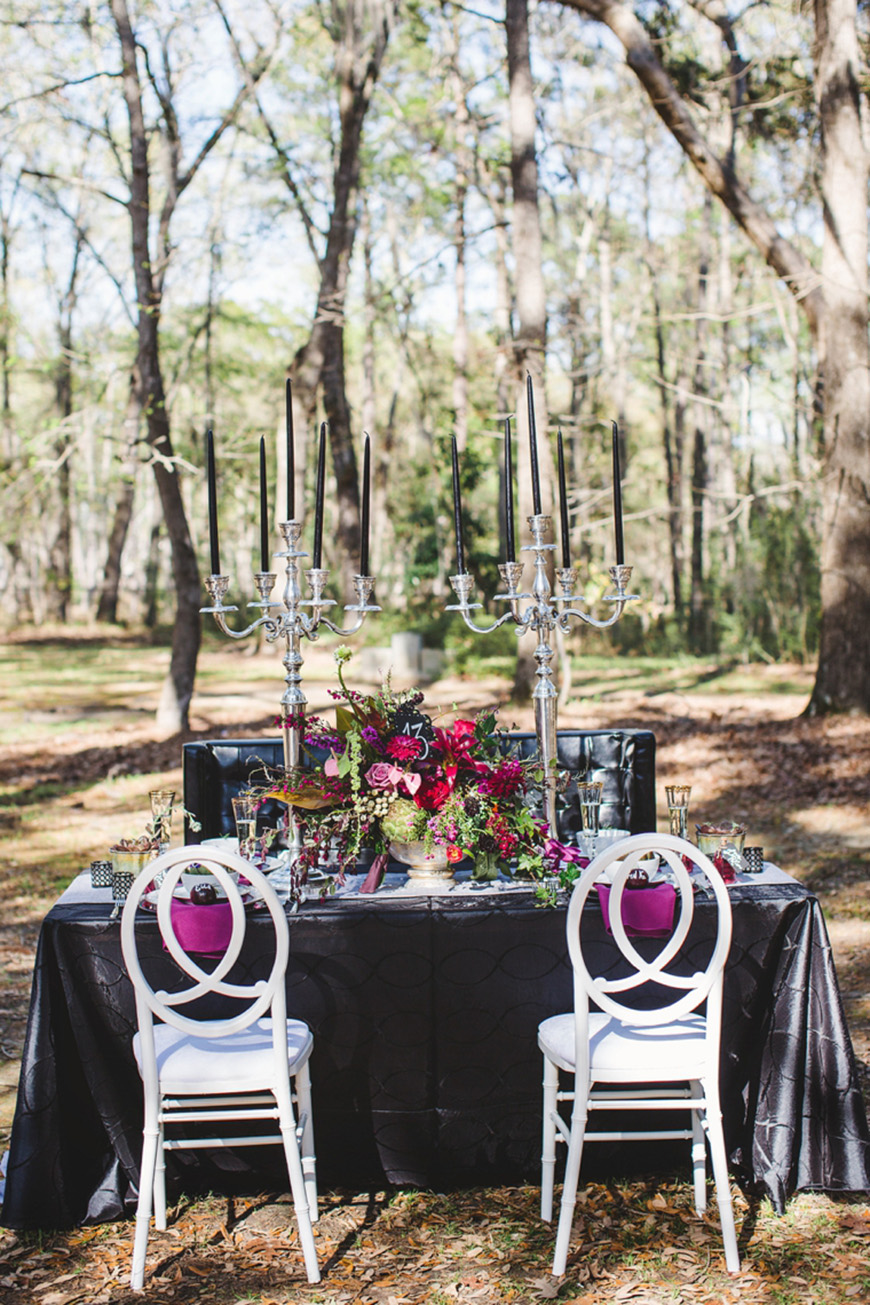 Daring Dark Florals For A Dark Wedding Theme Chwv