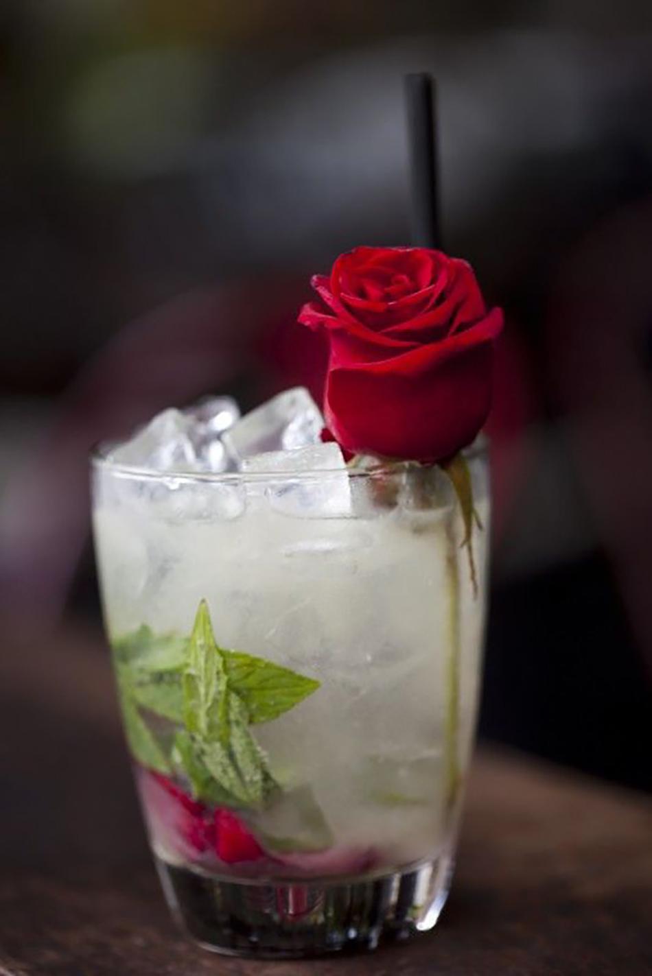 Valentine 39 s day wedding ideas chwv for Best cocktails for valentine s day