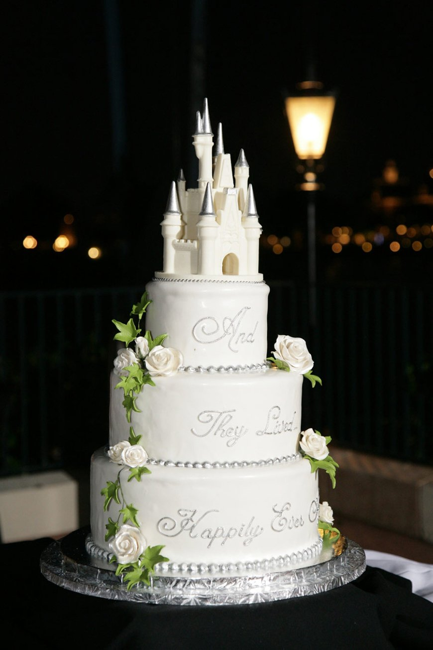 22 Wedding Cakes Fit for a Fairy Tale - Just the two of us | CHWV