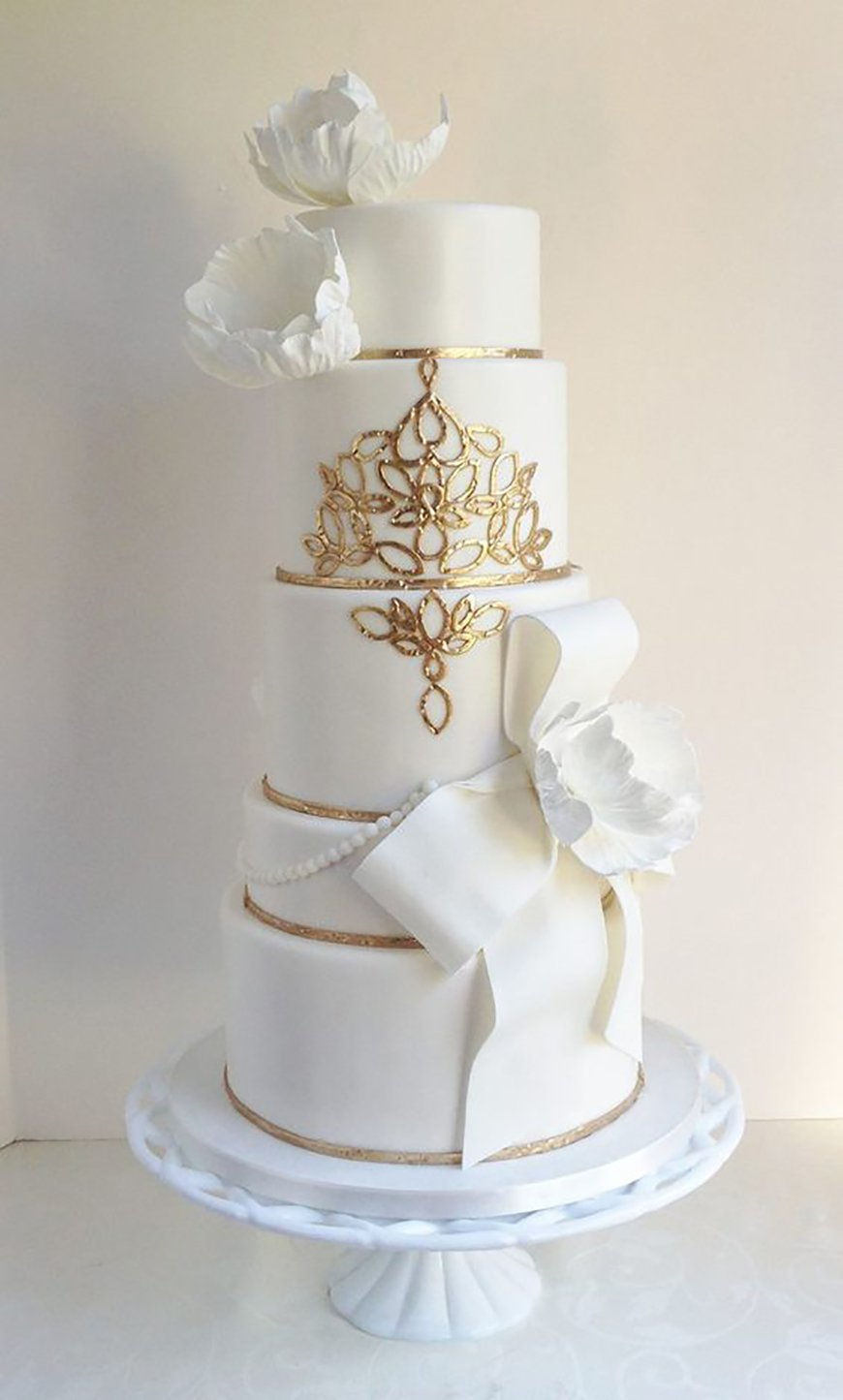 22 Wedding Cakes Fit for a Fairy Tale - A glamorous touch | CHWV