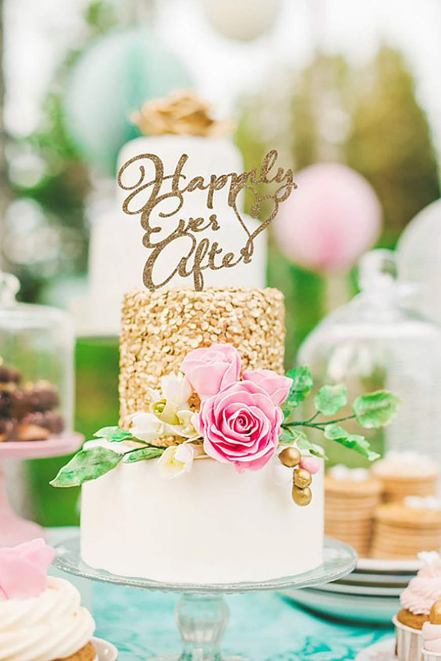 22 Wedding Cakes Fit for a Fairy Tale - Classic love story | CHWV