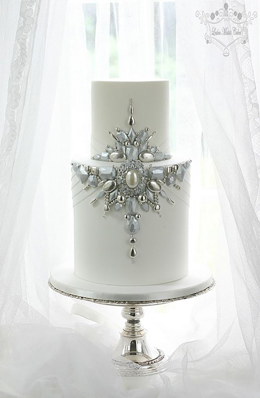 22 Wedding Cakes Fit for a Fairy Tale - The jewel in the crown | CHWV