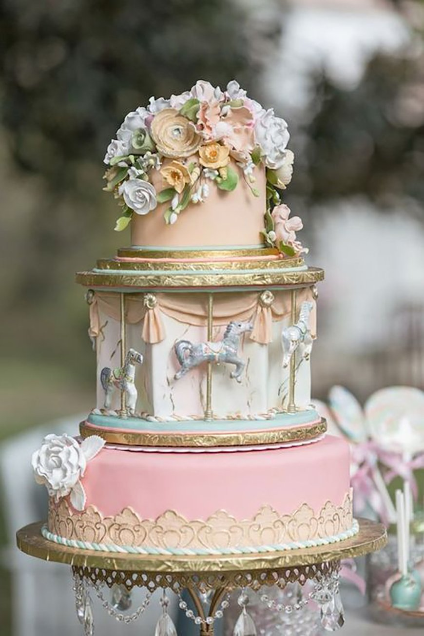 22 Wedding Cakes Fit for a Fairy Tale - Fun at the fair | CHWV