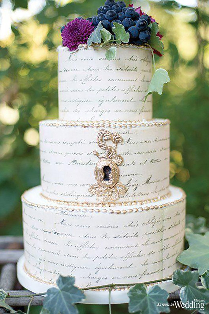 22 Wedding Cakes Fit for a Fairy Tale - Love notes | CHWV