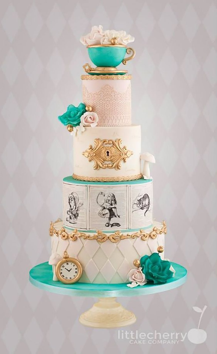 22 Wedding Cakes Fit for a Fairy Tale - Wonderland wedding | CHWV