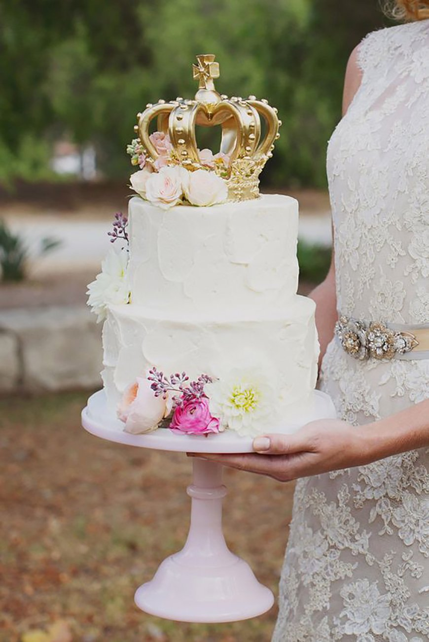 22 Wedding Cakes Fit for a Fairy Tale - A modern fairy tale | CHWV