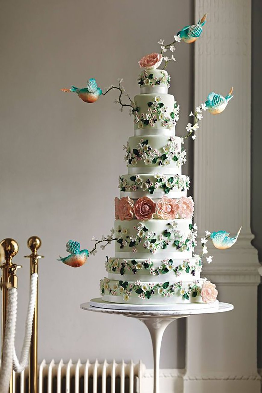 22 Wedding Cakes Fit for a Fairy Tale - Show-stopping design | CHWV