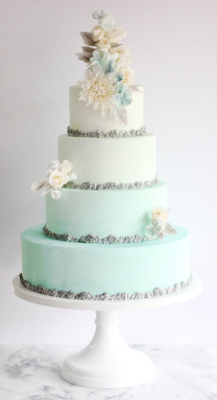 22 Wedding Cakes Fit for a Fairy Tale - A winter's tale | CHWV