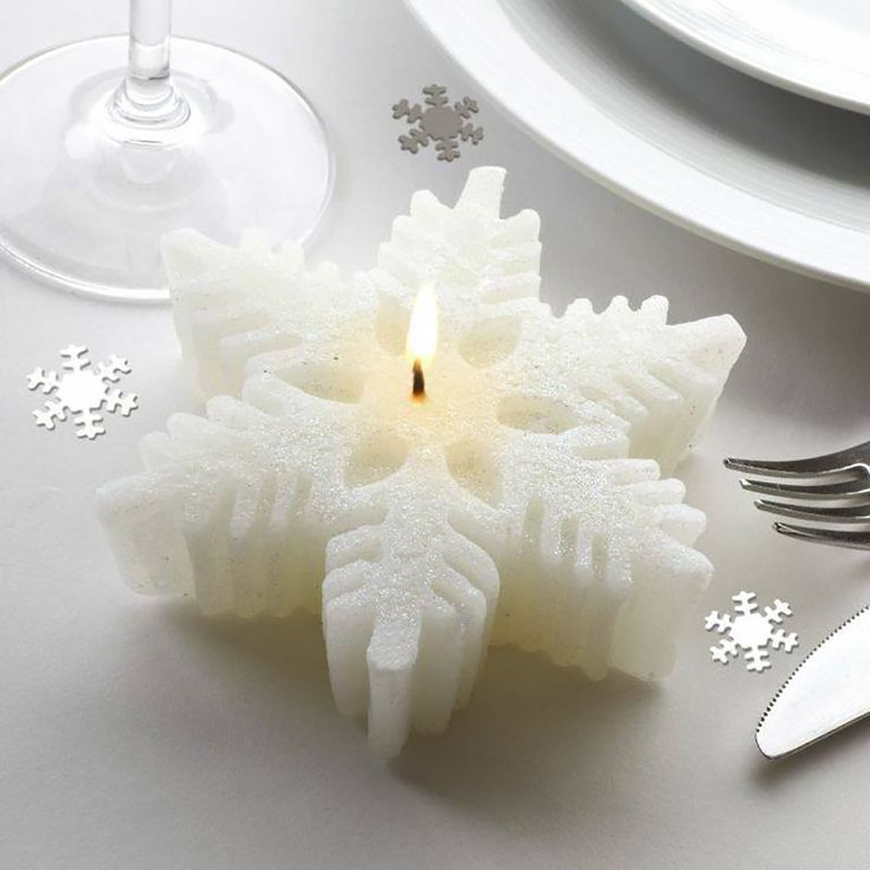 20 Festive Favours for a Winter Wedding - Snowflakes | CHWV