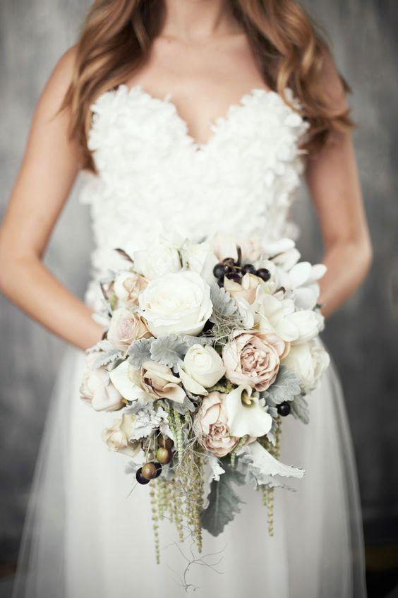 The Best Christmas Wedding Flowers For That Festive Feel