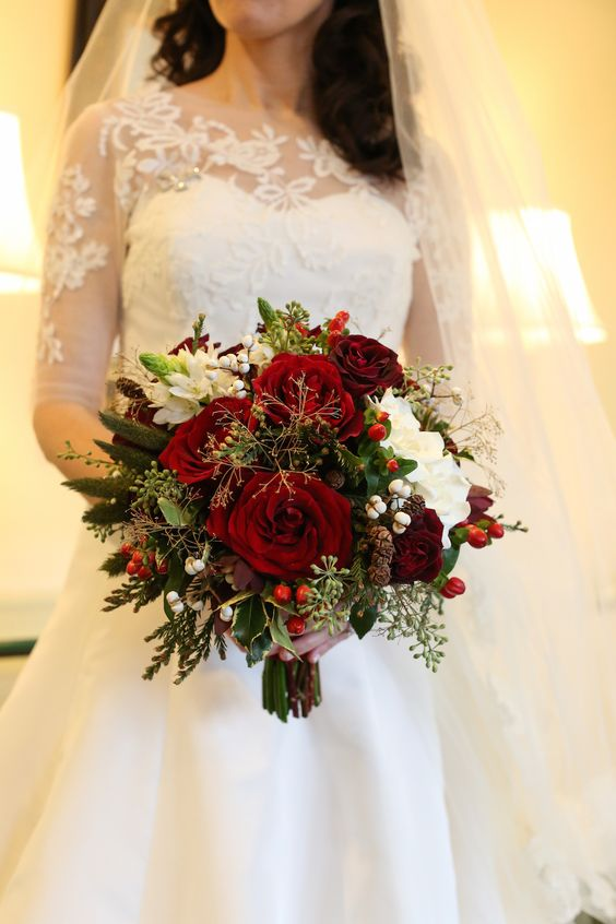 Christmas Wedding Bouquets Ideas : The best christmas wedding flowers for that festive feel