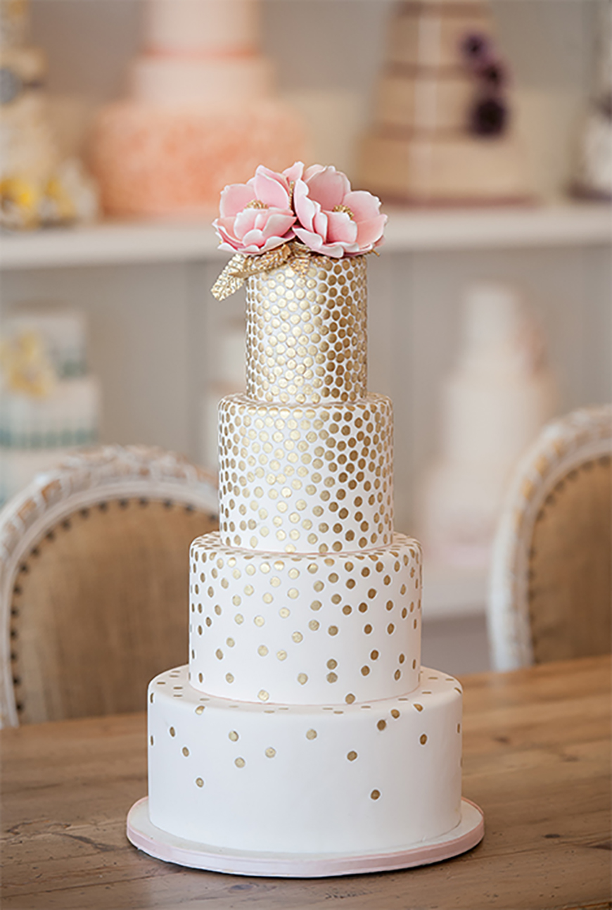 Wedding Ideas By Colour: Gold Wedding Cakes - Traditional and opulent | CHWV