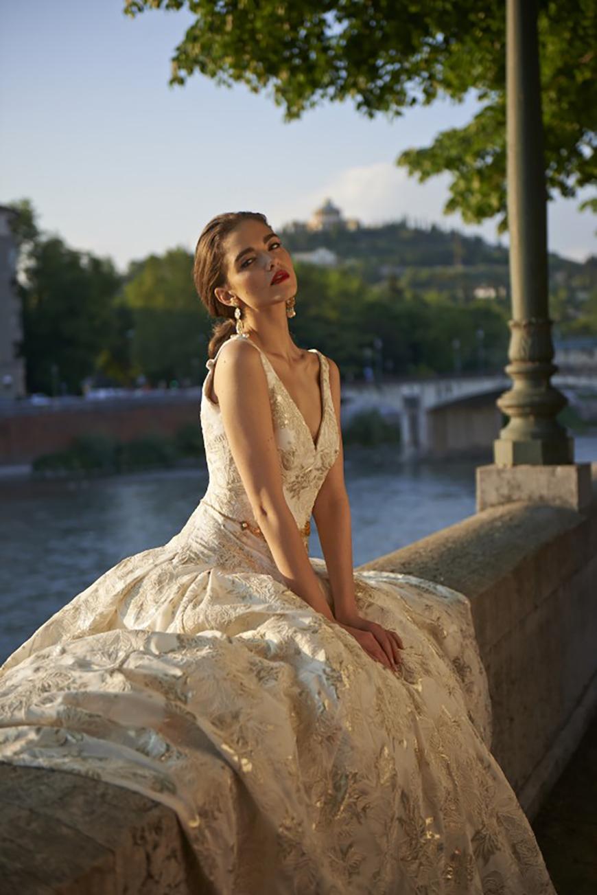 Wedding Ideas by Colour: Gold Wedding Dresses - Classic elegance | CHWV