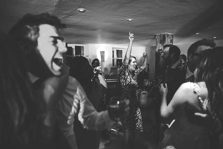 9 ways to keep your wedding guests on the dancefloor - Don't be too strict | CHWV