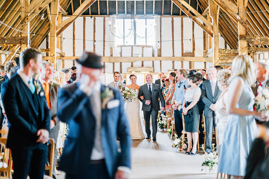 How To Pick The Perfect Wedding Photography Style - Reportage | CHWV