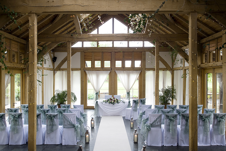 10 Incredible Country-Chic Wedding Venues - The Oak Tree of Peover | CHWV