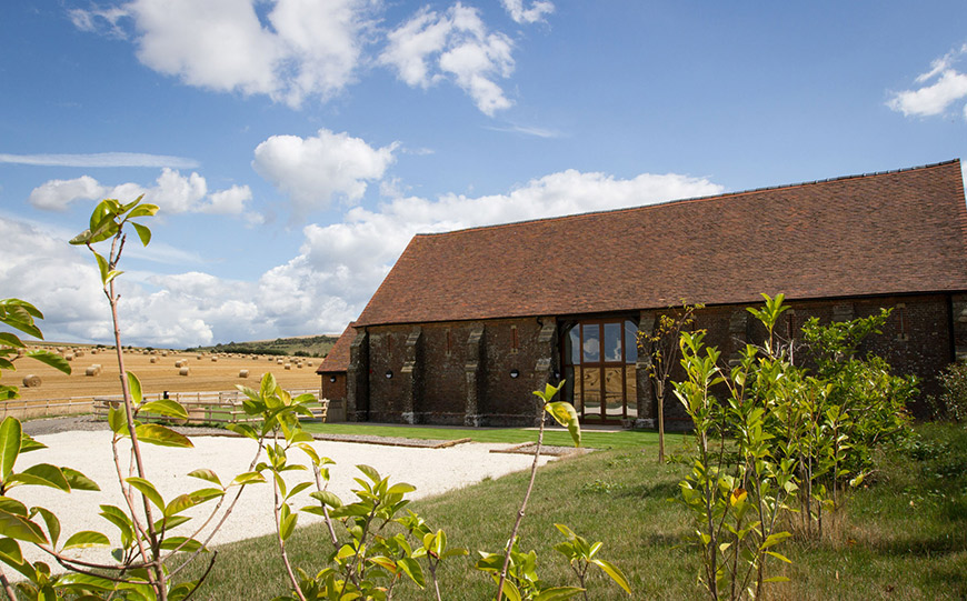27 Intimate Wedding Venues That You Have To See - Long Furlong Barn | CHWV