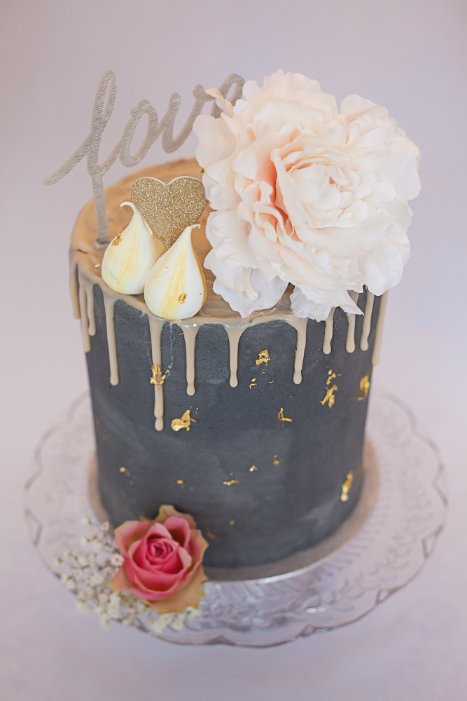 Non-Traditional Wedding Cakes – Drip Cakes - Artisana Bakes | CHWV