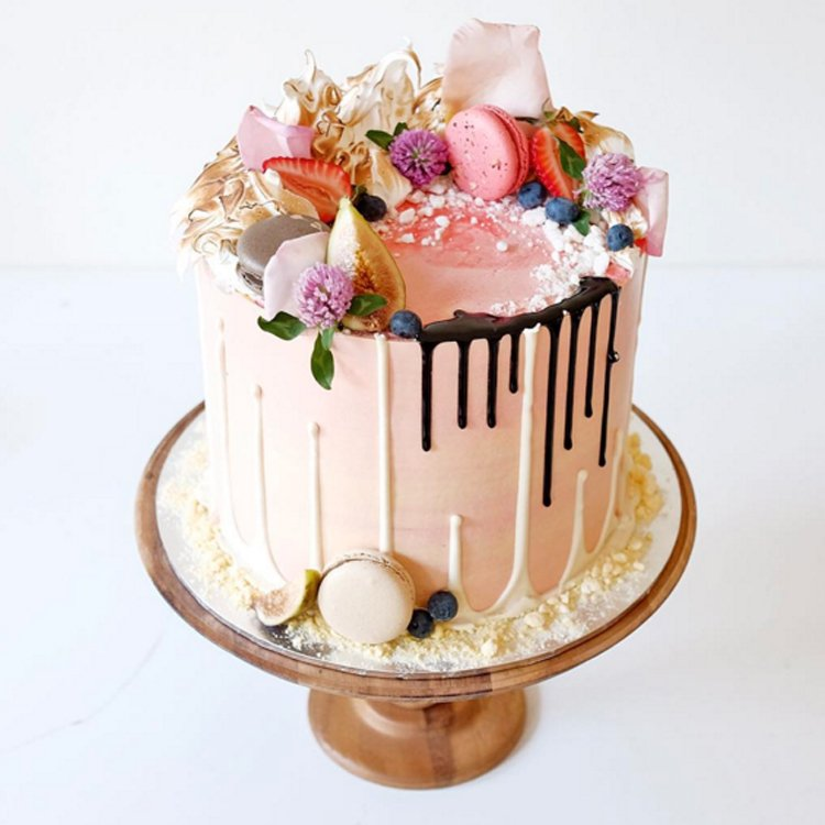 Non-Traditional Wedding Cakes – Drip Cakes - Cakes by Cliff | CHWV