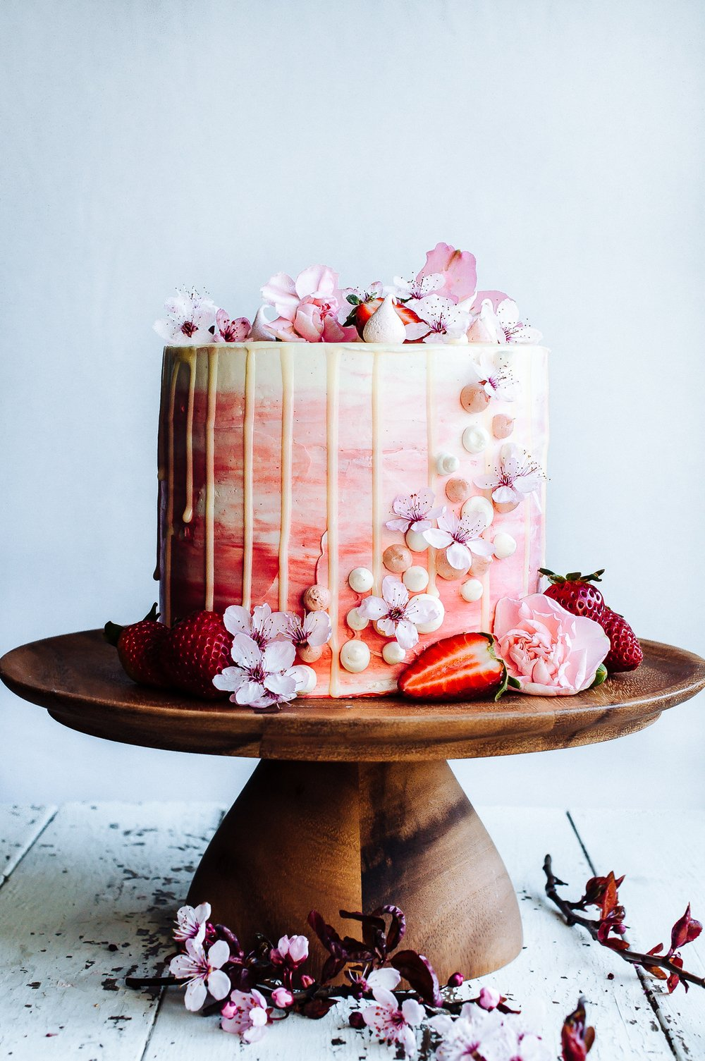 Non-Traditional Wedding Cakes – Drip Cakes - Hint of vanilla | CHWV
