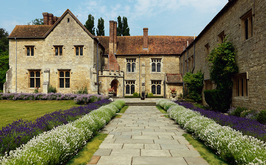 27 Intimate Wedding Venues That You Have To See - Notely Abbey | CHWV