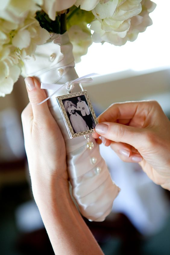 Wedding Tradition: 8 Outstanding Ideas for Something Old - Photographs | CHWV