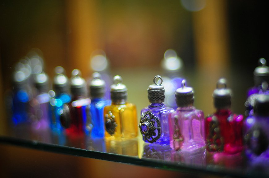Wedding Tradition: 8 Outstanding Ideas for Something Old - Perfume | CHWV