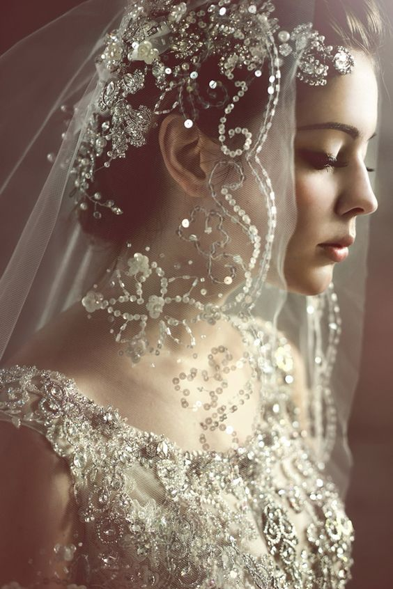 Wedding Tradition: 8 Outstanding Ideas for Something Old - Veil | CHWV