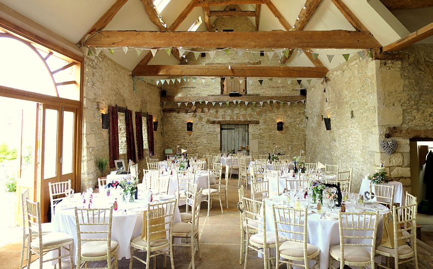 27 Intimate Wedding Venues That You Have To See - Oxleaze Barn | CHWV