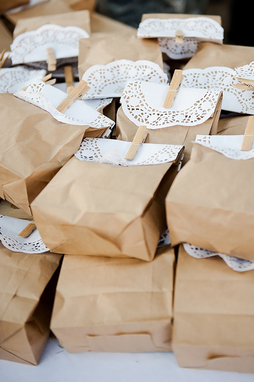 How To Give The Perfect Rustic Wedding Favours - Rustic wrapping ...