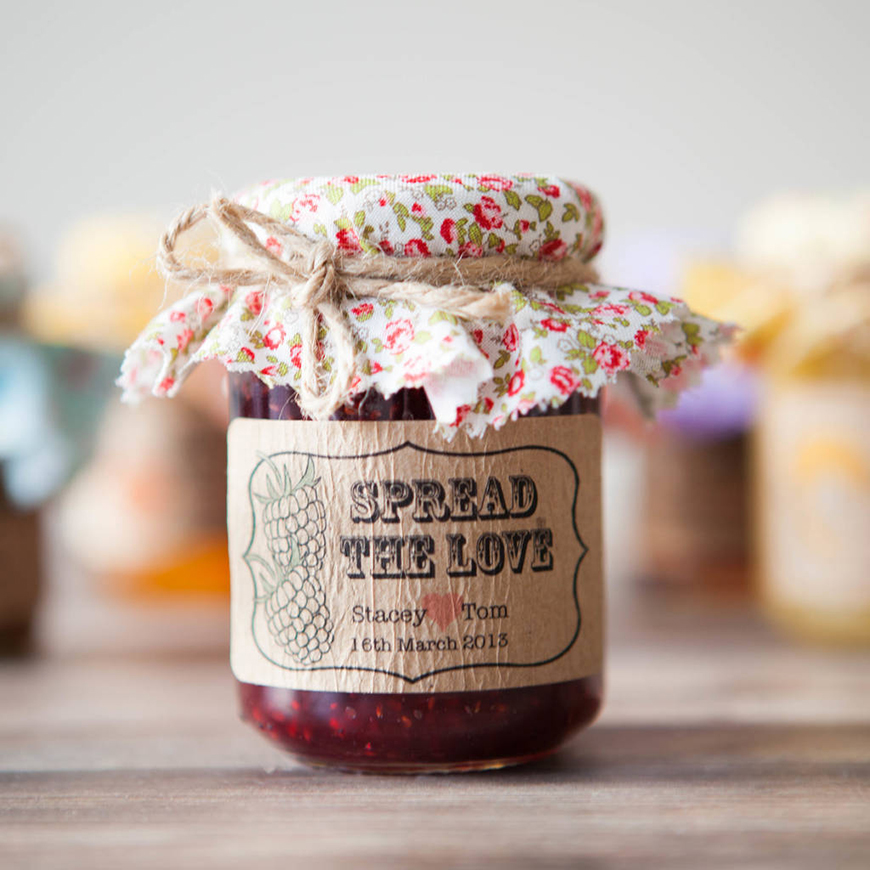 How To Give The Perfect Rustic Wedding Favours - Delicious jam | CHWV