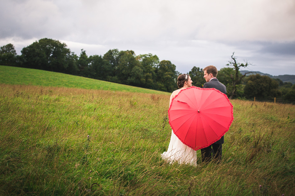 Quirky red wedding at Curradine Barns © Olivia Photography - Red Umbrella