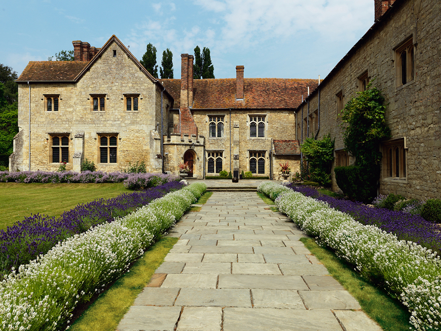 17 Romantic Wedding Venues In The South East - Notley Abbey | CHWV