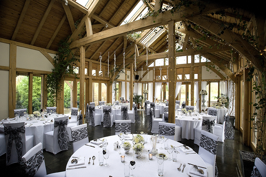 34 Romantic Wedding Venues That You'll Fall In Love With - The Oak Tree Peover | CHWV