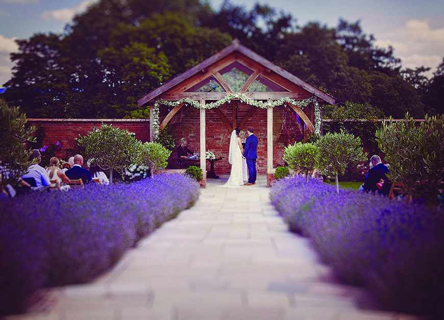 34 Romantic Wedding Venues That You'll Fall In Love With - Upton Barn | CHWV